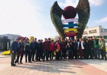 충남 서산 시장앞 광장에서 사진을 촬영하는 모습