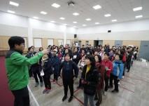 나들이 일정 및 안전교육을 듣는 활동지원사들의 모습