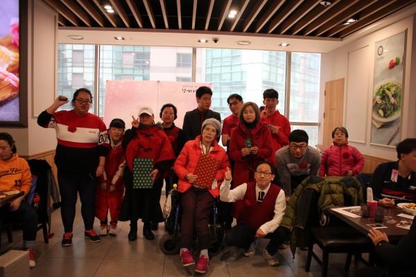 베스트 드레서 참여자들의 단체 사진